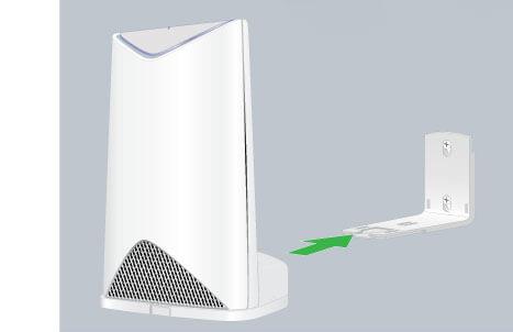 Orbi Pro 壁掛衛星 SRS60,能夠壁掛式安裝或是直接擺放桌面
